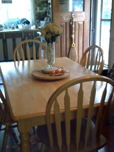 Solid Wooden Kitchen Table & 4 Chairs