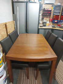 Solid wood extendable 6 / 8 seater table