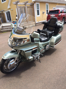 LOW MILAGE .. 1999 HONDA GOLD WING 1500 ... FULL DRESSED
