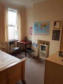 Bright & Spacious Double Room close to Tube available Now for Short Let