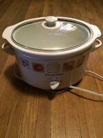 Crock pot. Mid-size