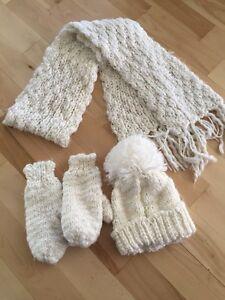 Tuque, foulard et mitaine