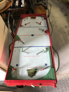 VINTAGE MUNRO TABLE TOP HOCKEY GAME COMPLETE