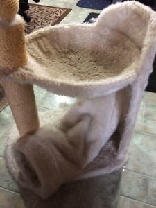 Griffoir, Arbre à chat, cachette et lit pour chat NEUF