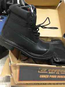 Man size 9.5 steel toe work boots, brand new