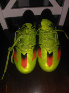 Men's size 9.5 soccer cleats