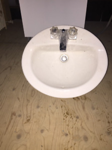 VANITY SINK WITH CHROME FAUCETS