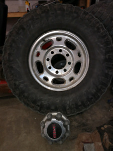 GMC 2500 HD Wheels with tires