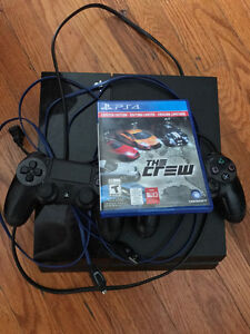 PS4 500gb 2 controllers and the crew