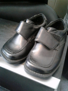 Baby boy dress shoes size 5.5W