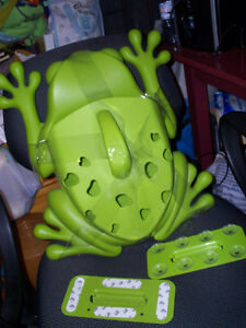 Boon Frog for Tub ..Never used..organizer for in tub play.