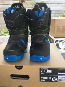 SNOWBOARDING BOOTS - YOUTH SIZE 7