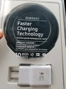 Samsung  wireless charger stand with travel adapter