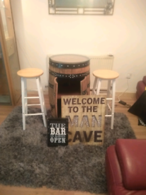 Nice barrell bar with stools
