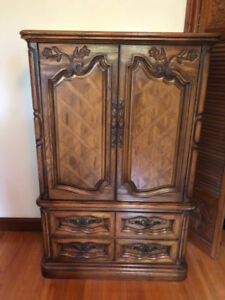 Vintage solid wood queen bedroom beautiful condition for sale