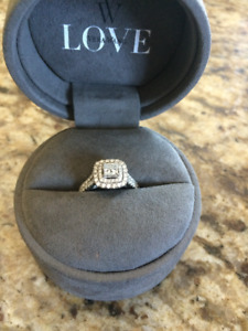 Vera Wang Engagement Ring For Sale