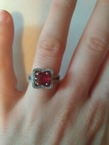 Bague en argent avec rubis/ silver ring with ruby