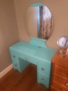 Retro vanity/dresser