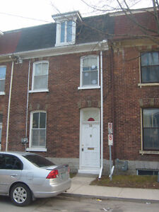 Investors-Parents - 5 Bedroom,3 Storey TownHouse Close to Queens
