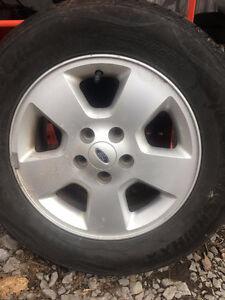 4 pneus à vendre 235 60 R 16