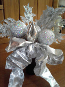 CHRISTMAS SILVER BLING TO ADD WOW TO YOUR DIY CHRISTMAS PLANTERS