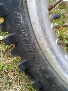 HONDA CR500 FRONT AND REAR RIM IN GOOD CONDITION WITH TIRES Windsor Region Ontario image 2