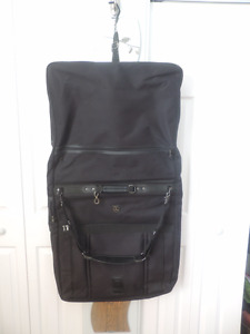 Garment Travel Bag – like new