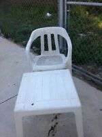 TABLE & 4 CHAIRS - NEED TO BE PAINTED!  PRICE NEGOTIABLE!