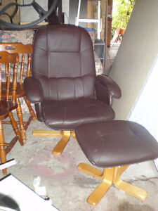 SWIVAL RECLINER WITH OTOMAN