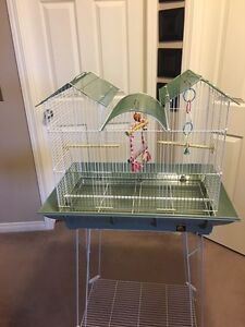 Prevue Hendrix Clean Life Triple Roof Bird Cage
