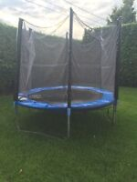 Trampoline de 8 pied avec filet de protection à Valleyfield