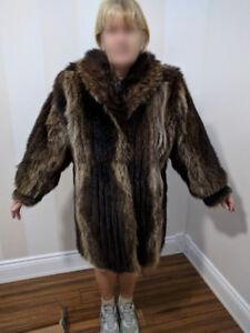 Manteau 3/4 de Chat Sauvage pour femme/ Lady's  Raccoon fur coat
