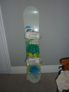 STILL AVAILABLE 138cm Forum Aura Snowboard and Bindings