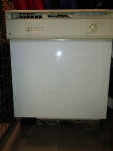 GE under the counter Dishwasher, racks incl.