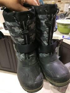 Boy winter boots size 3