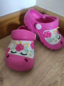 Girl shoes size 6.