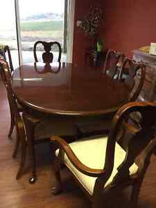 Dining Table with 6 Chairs and Additional Leaf