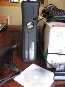 Xbox360  250 G + accesoires + 4 jeux