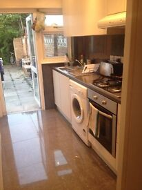 LARGE DOUBLE ROOM CLOSE TO Collierswood tube
