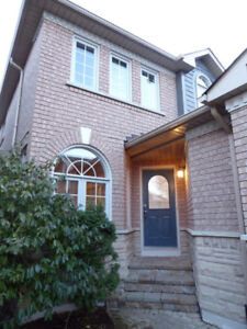 Beautiful Detached House For Rent in Aurora (Bayview/St.John)