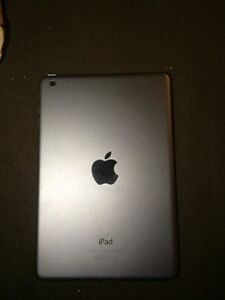 iPad 2 mini great condition w/case (a few cracks) Strathcona County Edmonton Area image 2