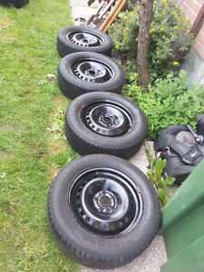 Set 215/60R16 with Rims was on FORD CMAX 2013