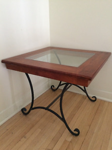 Solid wood and glass end table/coffee table!