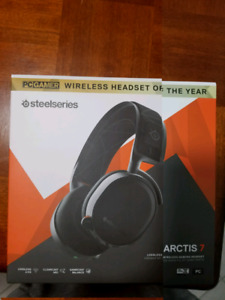 Wireless gaming headset