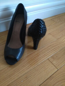 Women leather shoes size 8