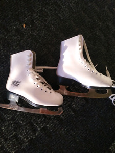 Kids size 9 figure skates