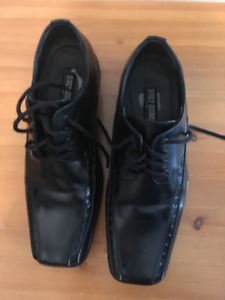 Mens black dress shoes - size 6
