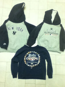 New York Yankees – 4T Hoodie & Shirt, Child Size 7 Hoodie Kitchener / Waterloo Kitchener Area image 1