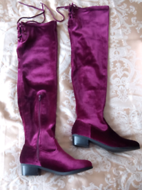 OVER THE KNEE BOOTS. NEW! SIZE LADIES 3.5