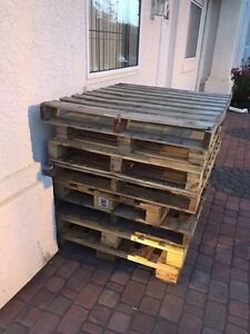 Wooden pallets x5